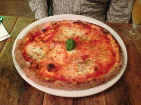 Bar Centrale: Margherita pizza