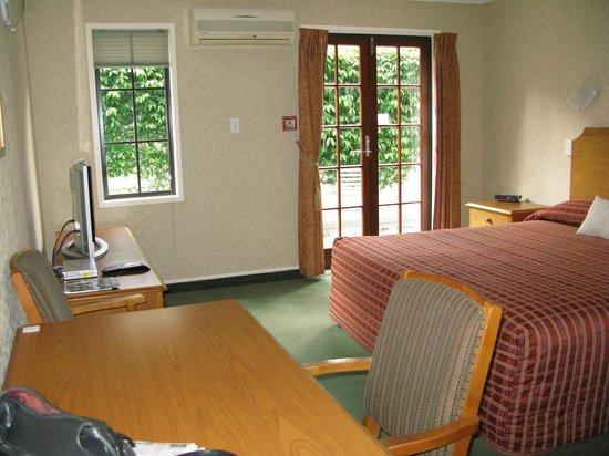 City Suites: Level One Room