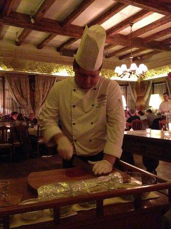 Stary Dom Restaurant : 目の前で肉を細かくしてくれます