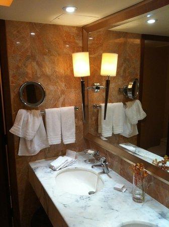 Conrad Hong Kong: Bathroom