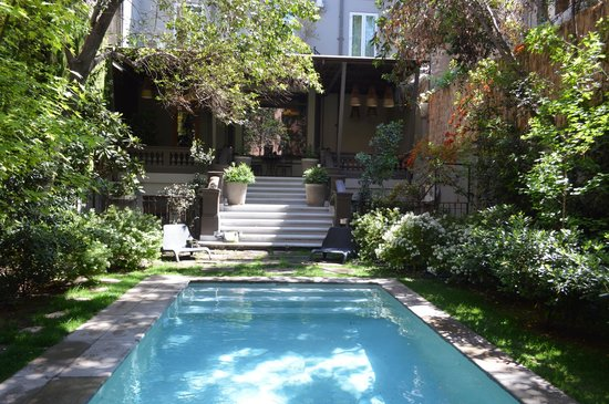 Lastarria Boutique Hotel: garden and pool