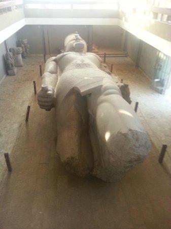 Memphis Historical Site : statue Ramses II