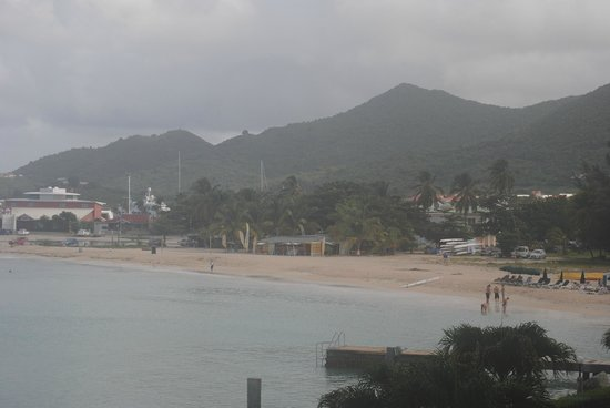 Simpson Bay Resort & Marina: View from our balcony on the only rainey day.