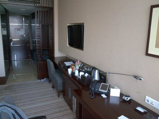 The Westin Beijing Chaoyang: Room/TV/desk