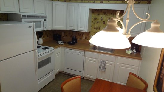 Grand Crowne Resort: Smallest of the 3 kitchens but still complete with what you need.