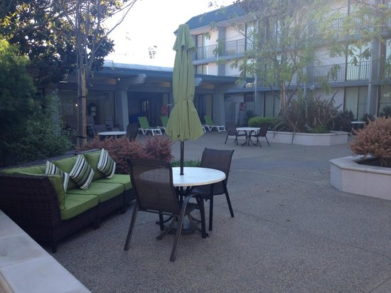 Holiday Inn Dublin: Our Newly Updated Courtyard