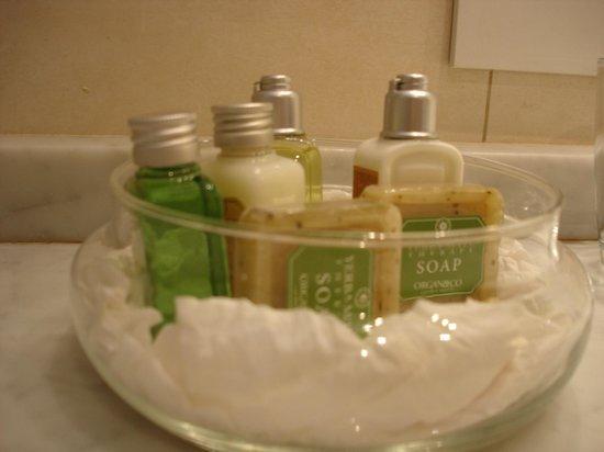 Hotel Tiana: Banheiro