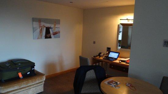 Hotel Minella: Study corner in sitting area.