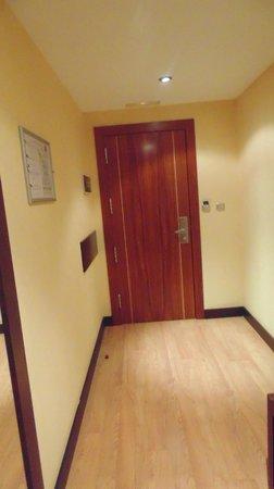 Hotel M.A. Alhamar : puerta de entrada a la habitación