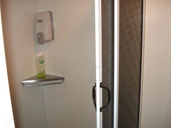 Christchurch YMCA: Bathroom - Share
