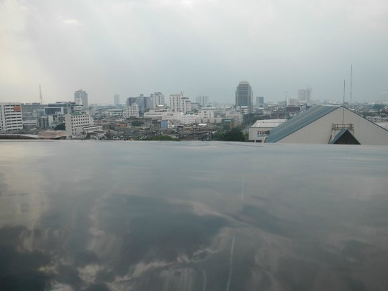 Siam@Siam Design Hotel Bangkok: View from inside the infinity pool