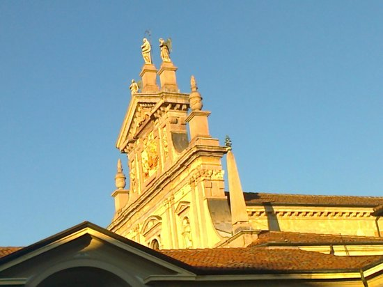 Cartuja de Milan: La facciata