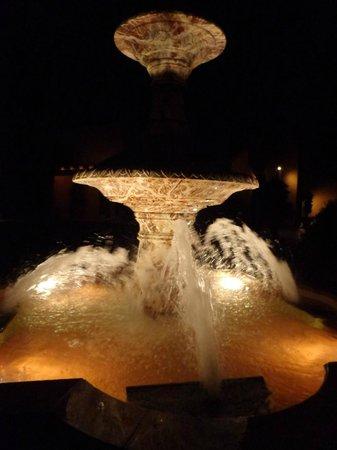 Vintners Inn: Fountain on site