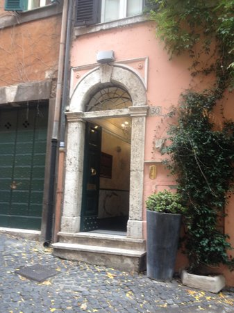 The Inn At The Roman Forum: Entrance to hotel