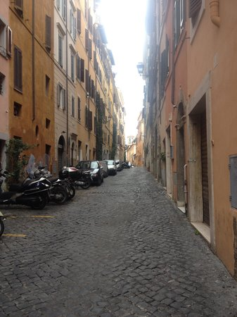 The Inn At The Roman Forum: Street hotel is located on