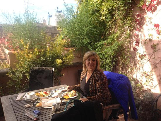 The Inn At The Roman Forum: Breakfast on the roof