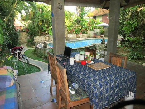 Bali Breeze Bungalows: Bambu House Terrace, Garden, Pool