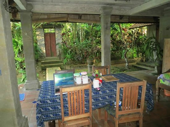 Bali Breeze Bungalows: Bambu House, Terrace, Garden, Entry Gate