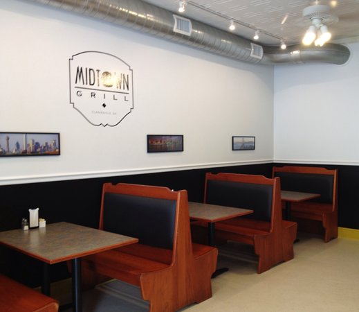 Midtown Grill: Front Dining Area