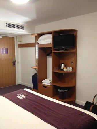 Premier Inn London Ealing Hotel: the unit in our bedroom