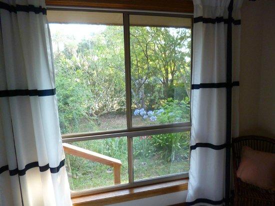 TeePee Retreat: Garden from double bedroom