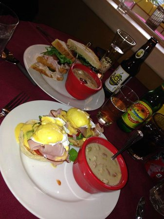 Weinhard Cafe & Bakery : Eggs benedict and Club sandwich