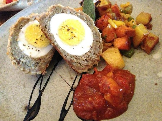 Jefferson House Bed and Breakfast : Scotch eggs with root vegetable hash, sweet garden chutney, balsamic drizzle