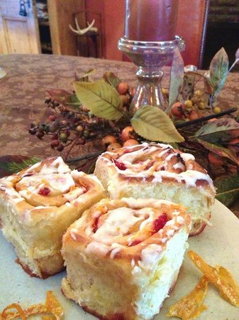 Jefferson House Bed and Breakfast : fresh made cinnamon rolls with cranberry and caramelized orange zest