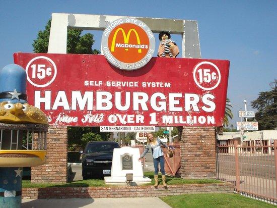 Original McDonald's Site and Museum: fachada caindo aos pedaços