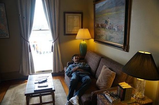 Arbor House Inn And Suites: living room