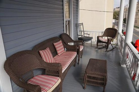 Arbor House Inn And Suites: the balcony