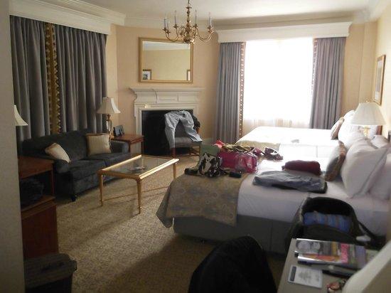 Lenox Hotel: room