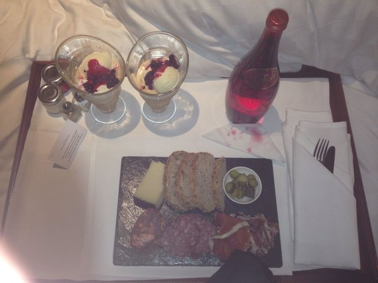 The Grosvenor Hotel: Our room service meal delivered at 11pm.. 5 Stars....