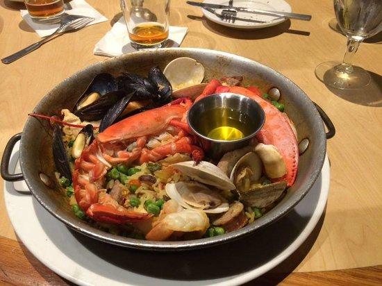 Paella valenciana 1 2 maine lobster chorizo shellfish for Absolutely delish cuisine