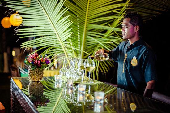Bahia del Sol Beach Front Hotel & Suites: Wine ?