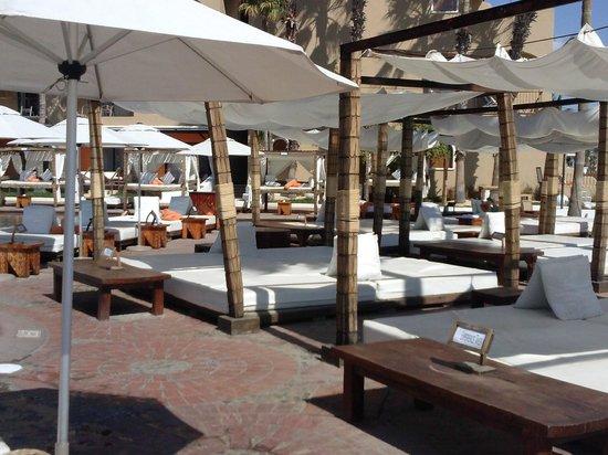 ME Cabo: Nikki, Bar Pool Area