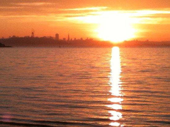 DoubleTree by Hilton Berkeley Marina : Sunset view