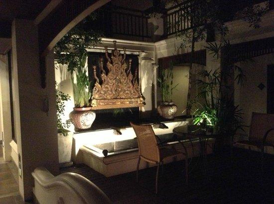 De Naga Hotel: Grounds