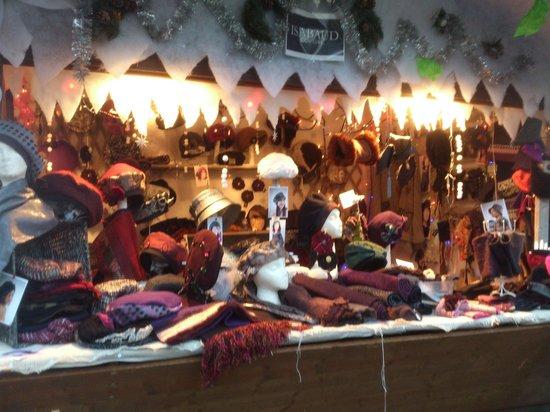 Mercato di Natale di Montreux (Montreux Noel) : Montreux - marché de Noël - des coiffes