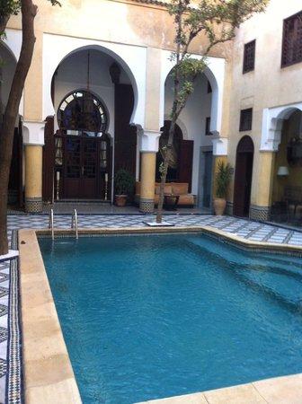 Riad Maison Bleue: Pool area