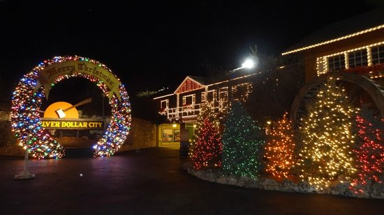 silver dollar city great christmas lights and decorations - When Does Branson Mo Decorate For Christmas