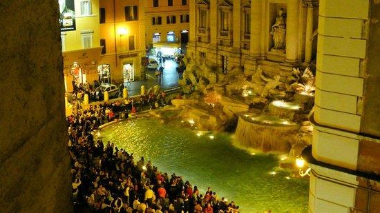 Relais Fontana Di Trevi: Trevi Fountain view from Lounge area