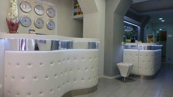 Relais Fontana Di Trevi: Front Lobby