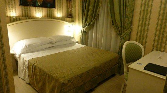 Relais Fontana Di Trevi: Standard Room
