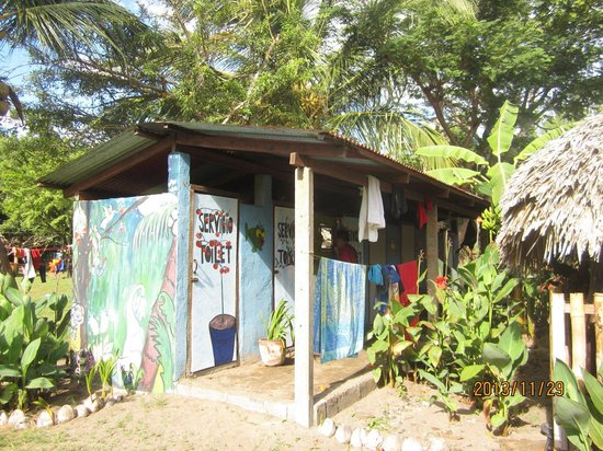 Rancho Esperanza: Funky painted structure everywhere