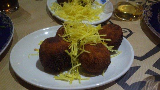 Sidreria Restaurante Casa Mendez: Croquetas de Cabrales. Riquísimas. Y enormes