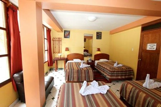 Hostal La Payacha: Quadruple room