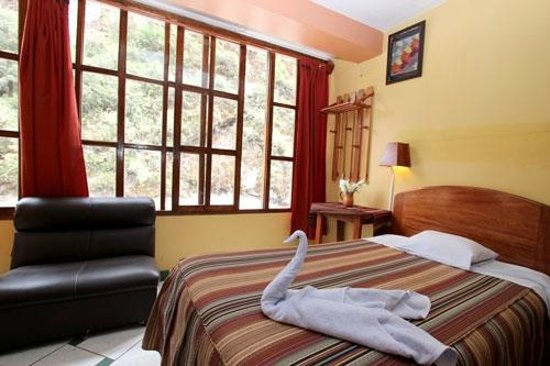 Hostal La Payacha: Four king size beds