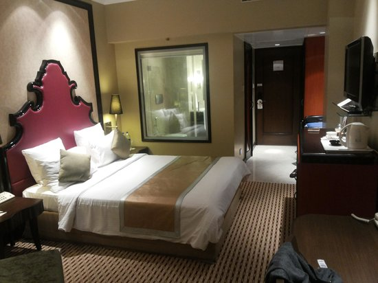 St Mark's Hotel: Very spacious room with master console for all lighting and aircon