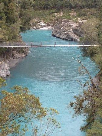 Hokitika Gorge Scenic Reserve: swing bridge